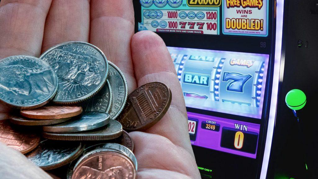 Peníze v hrsti u automatů
