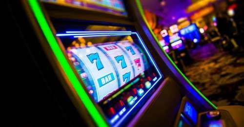 Kromě pokeru nechybí ani luxusní prostory svýherními automaty