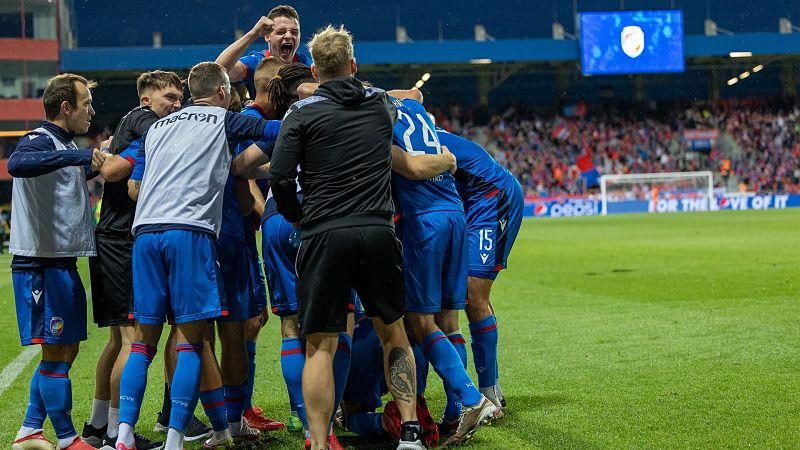 Plzeňští hráči se radují v zápase proti CSKA Sofia