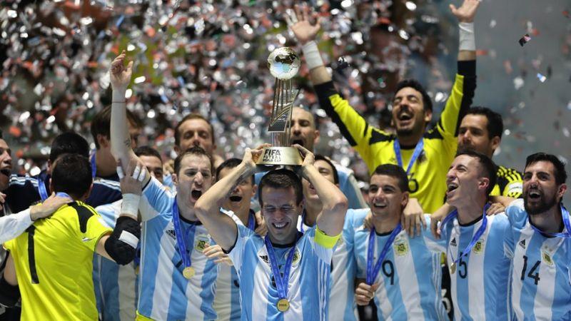 Argentinci slaví vítězství na MS ve futsalu 2016