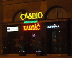 Licenci na provozování internetové hazardní hry nově získalo Casino Kartáč.