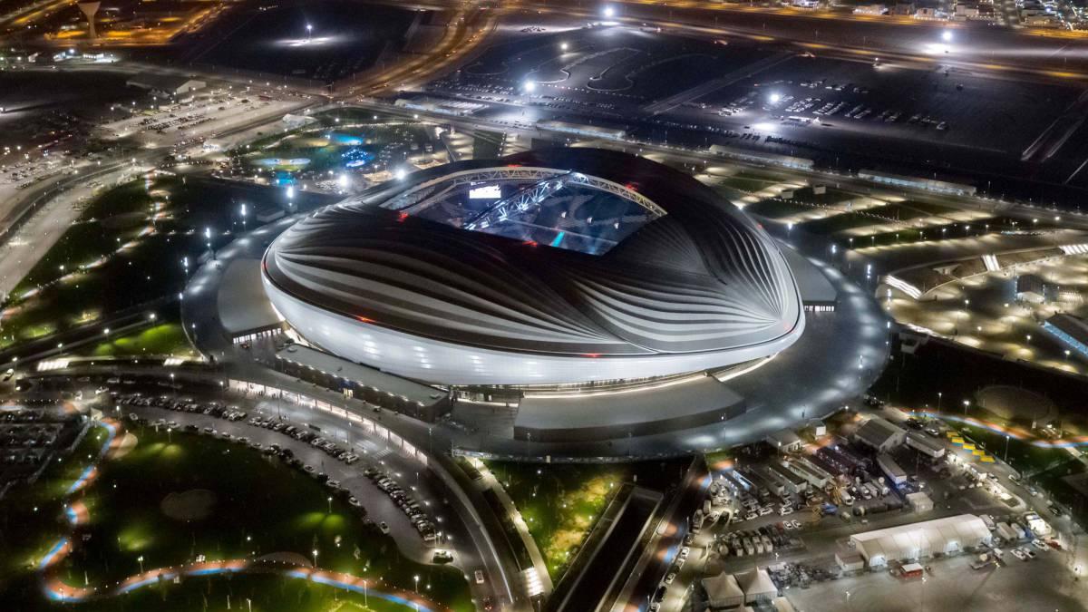 Luxusní fotbalový stadion pro fotbalové MS 2022 v Kataru